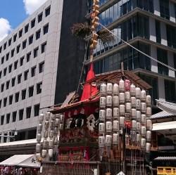 祇園祭  青空と長刀鉾